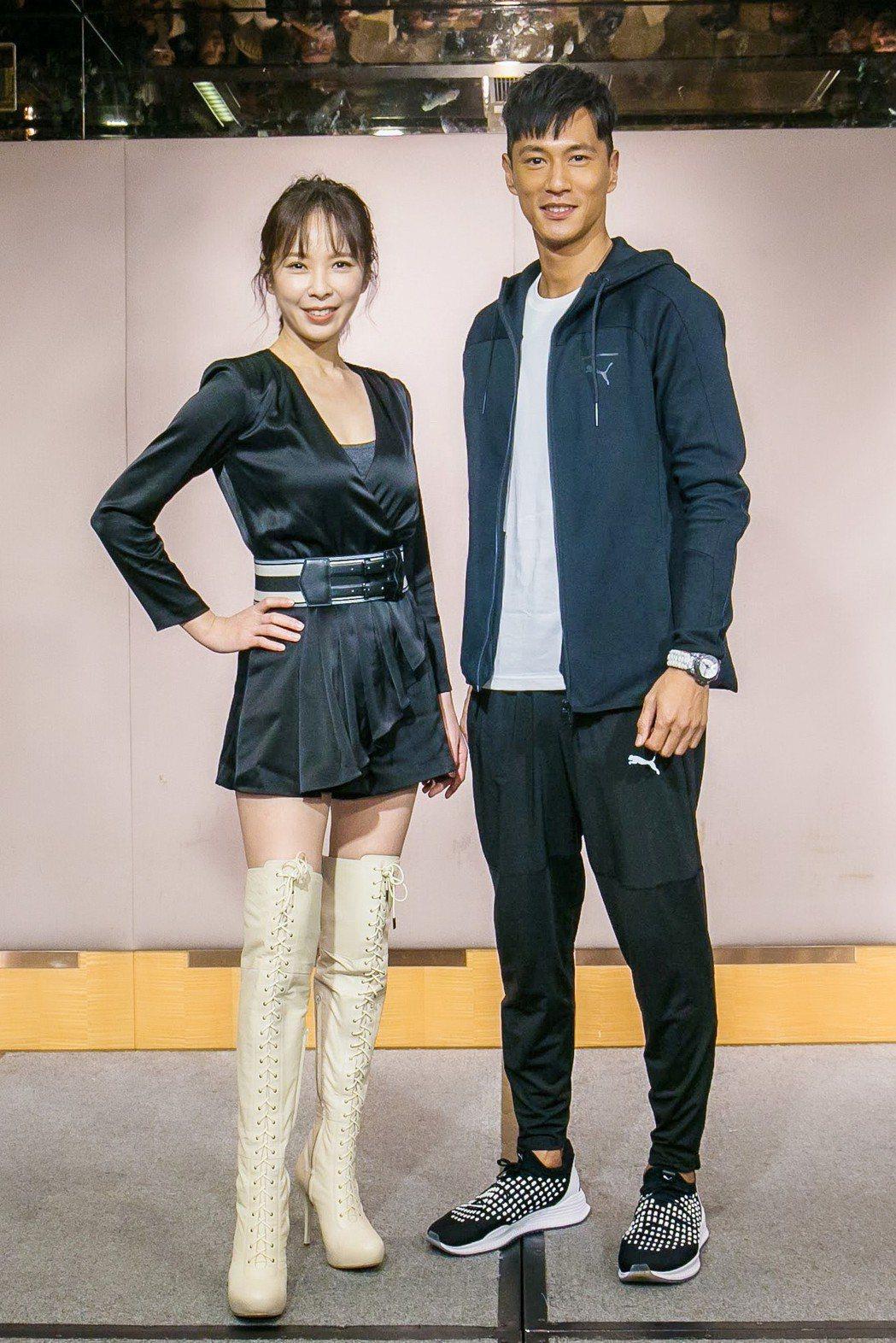 天心(左)大讚鍾承翰在拍戲期間常有暖心舉動。圖/群之噰、有意思國際傳媒提供