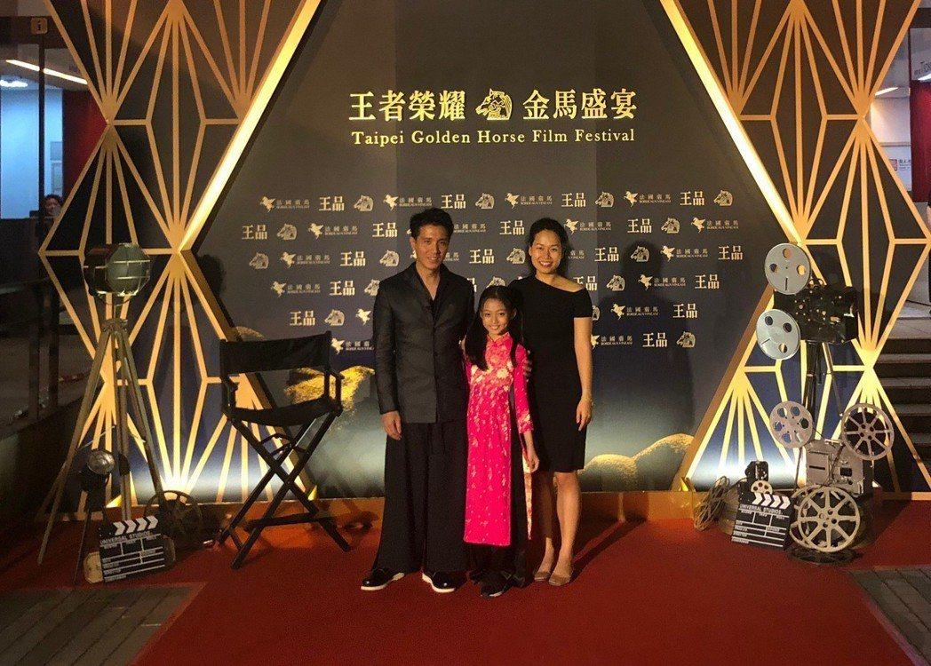 「落紅」劇組,由左至右為配樂、女配及導演。圖/佳映提供