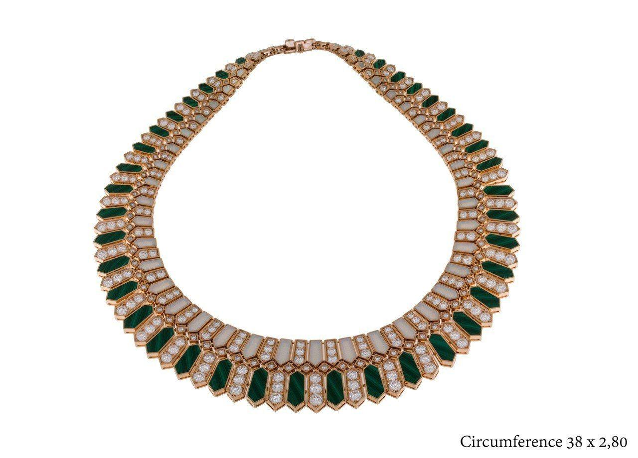蔡依林配戴的BVLGARI頂級珍珠母貝與孔雀石鑽石項鍊,710萬元。圖/寶格麗提...
