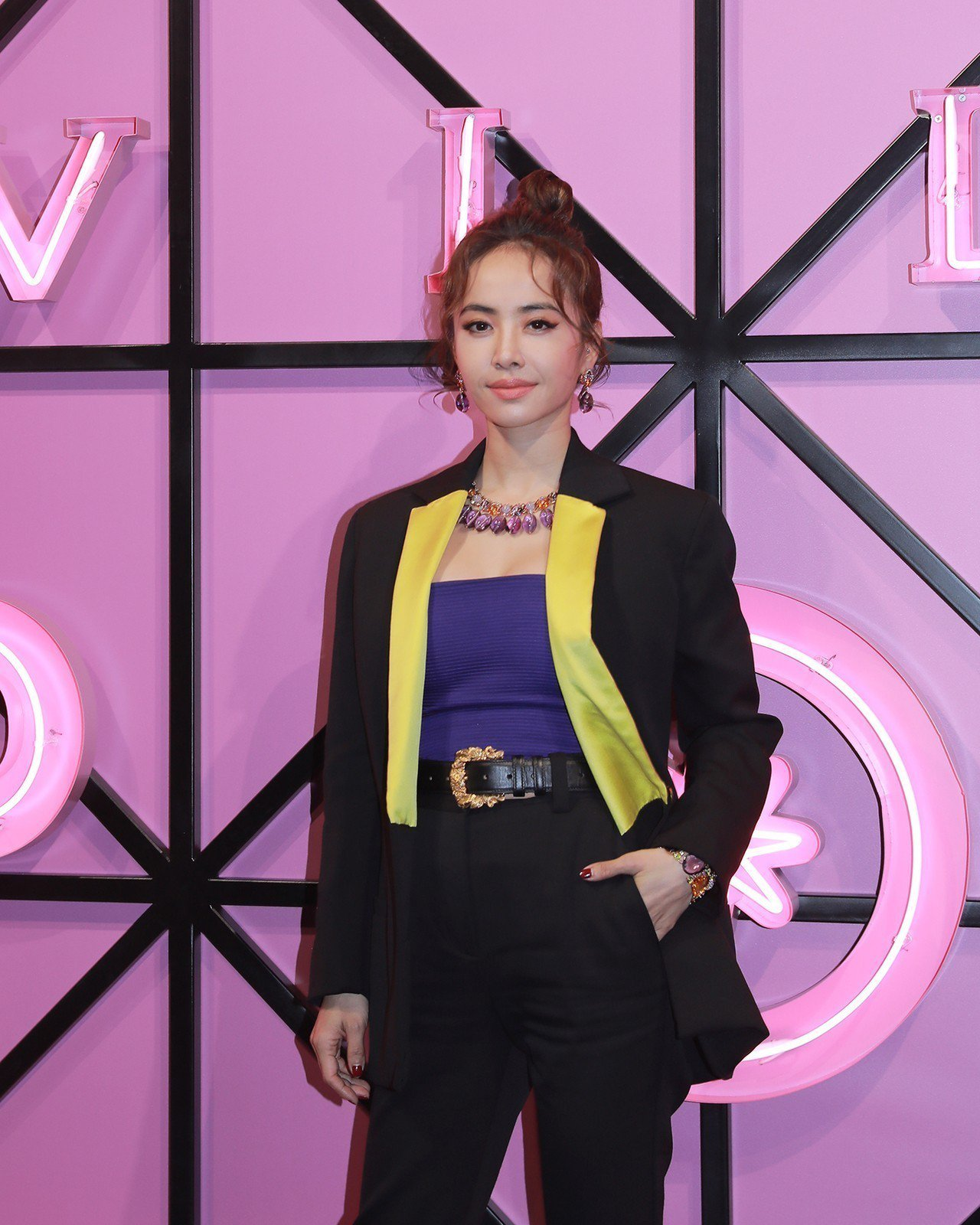 寶格麗大中華區品牌代言人蔡依林以一身帥氣打扮,搭配寶格麗頂級彩寶項鍊,向80年代...