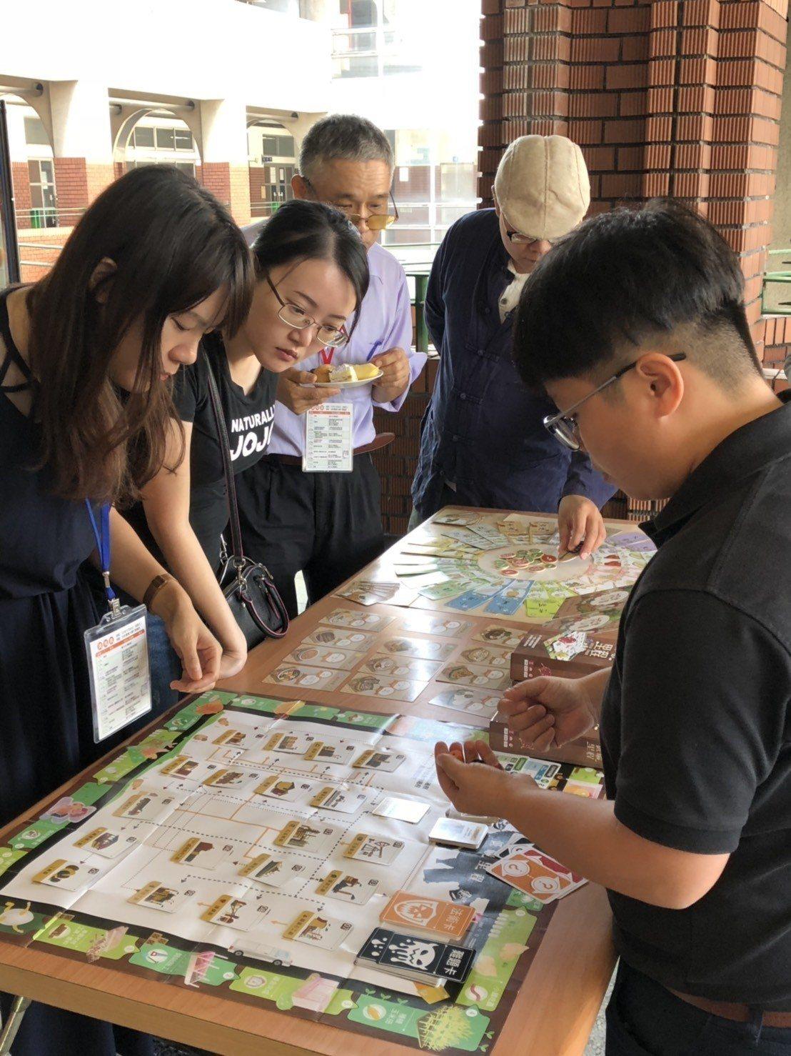 國教署為學校午餐教育打造桌遊系列。圖/國教署提供