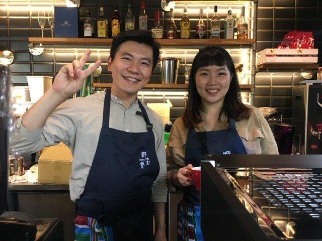 世界咖啡冠軍吳則霖(左)也參與這場盛會。圖/野台繫提供