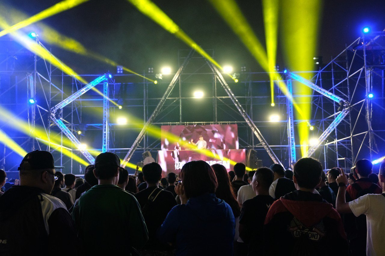 無黨籍台南市長候選人林義豐今晚在板橋江子翠舉辦「 Crazy Friday Mu...