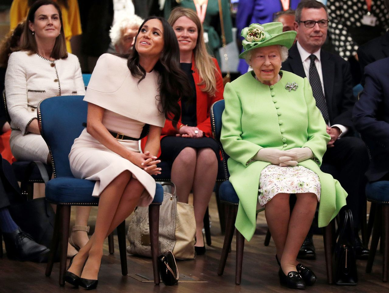 英女王伊麗莎白二世(前右)與梅根(前左)6月一同出席活動。法新社
