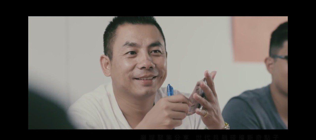 金城鎮長候選人許燕輝的競選主題曲MV「更新的力量」,拍攝手法相當清新。記者蔡家蓁...