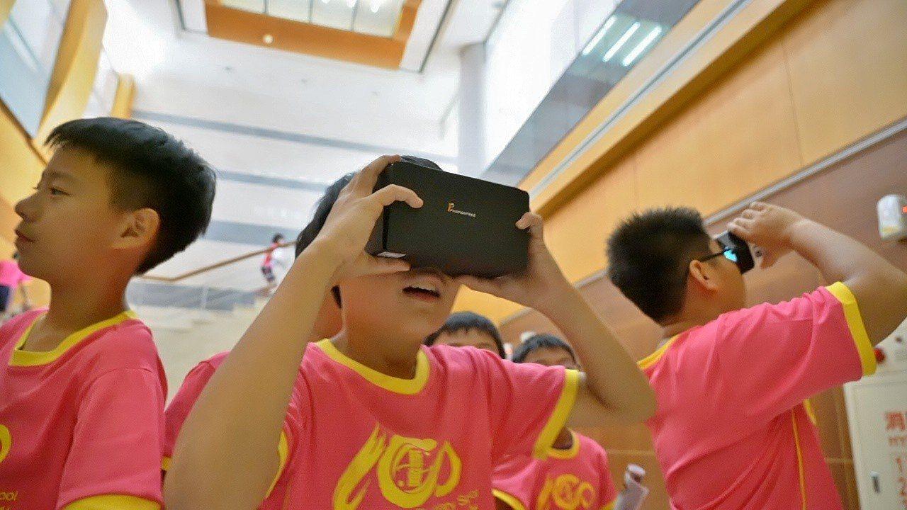 文資局邀請台南市新營國小於上課日來到古蹟現場,以互動導覽及影片欣賞輔助體驗之外,...