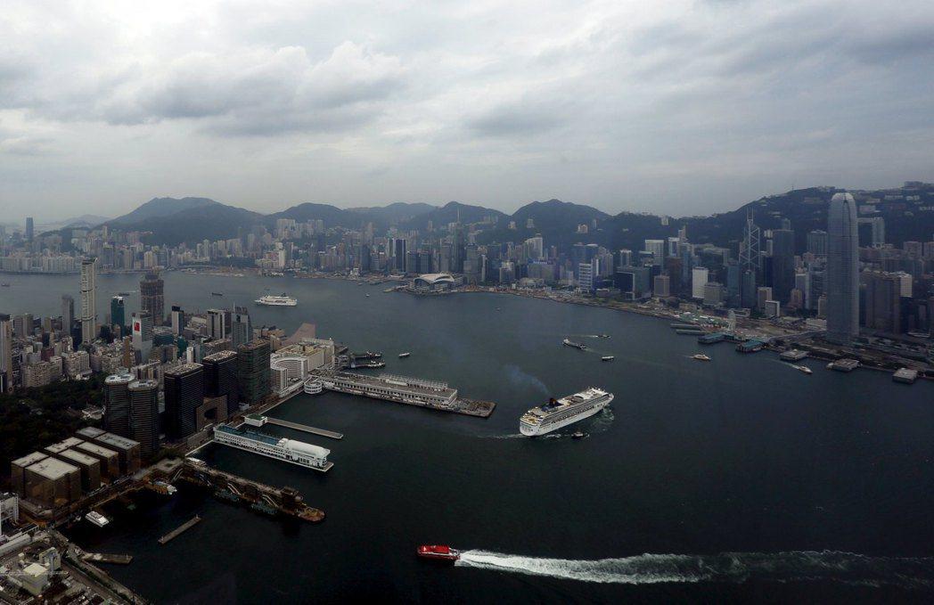 彭博資訊報導,跡象顯示,有些國家已將香港視為另一座中國城市。。路透