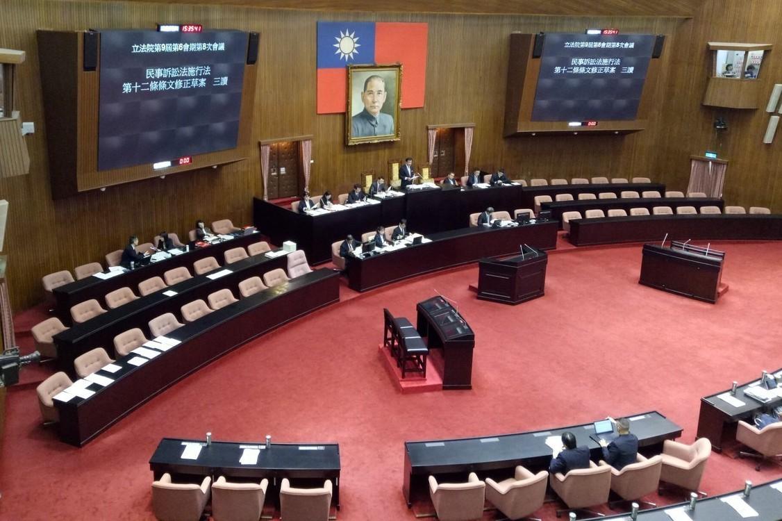 立法院九日下午進行院會,三讀通過「學位授予法」修正案等多項法案。 記者林河名/攝...