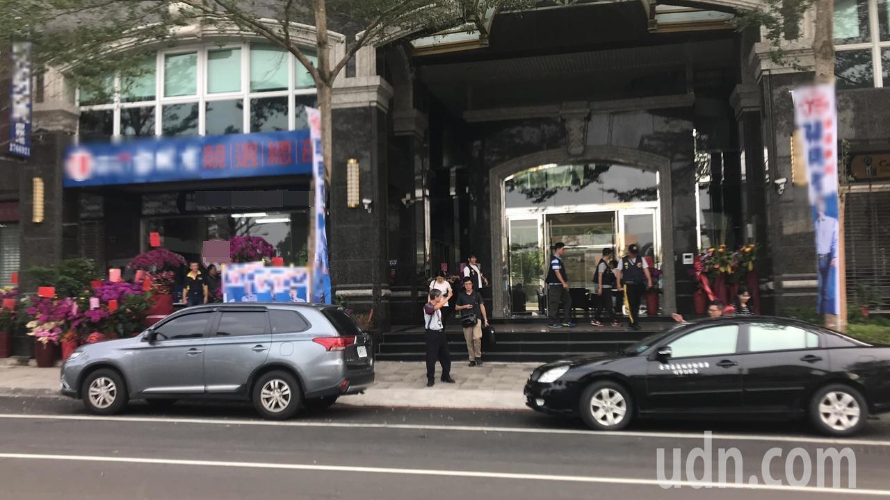 現金賄選越燒越大,嘉市東區某市議員候選人競總遭搜索。記者姜宜菁/攝影