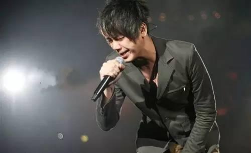 信樂團「死了都要愛」也被陸KTV業者下架。 (搜狐網)