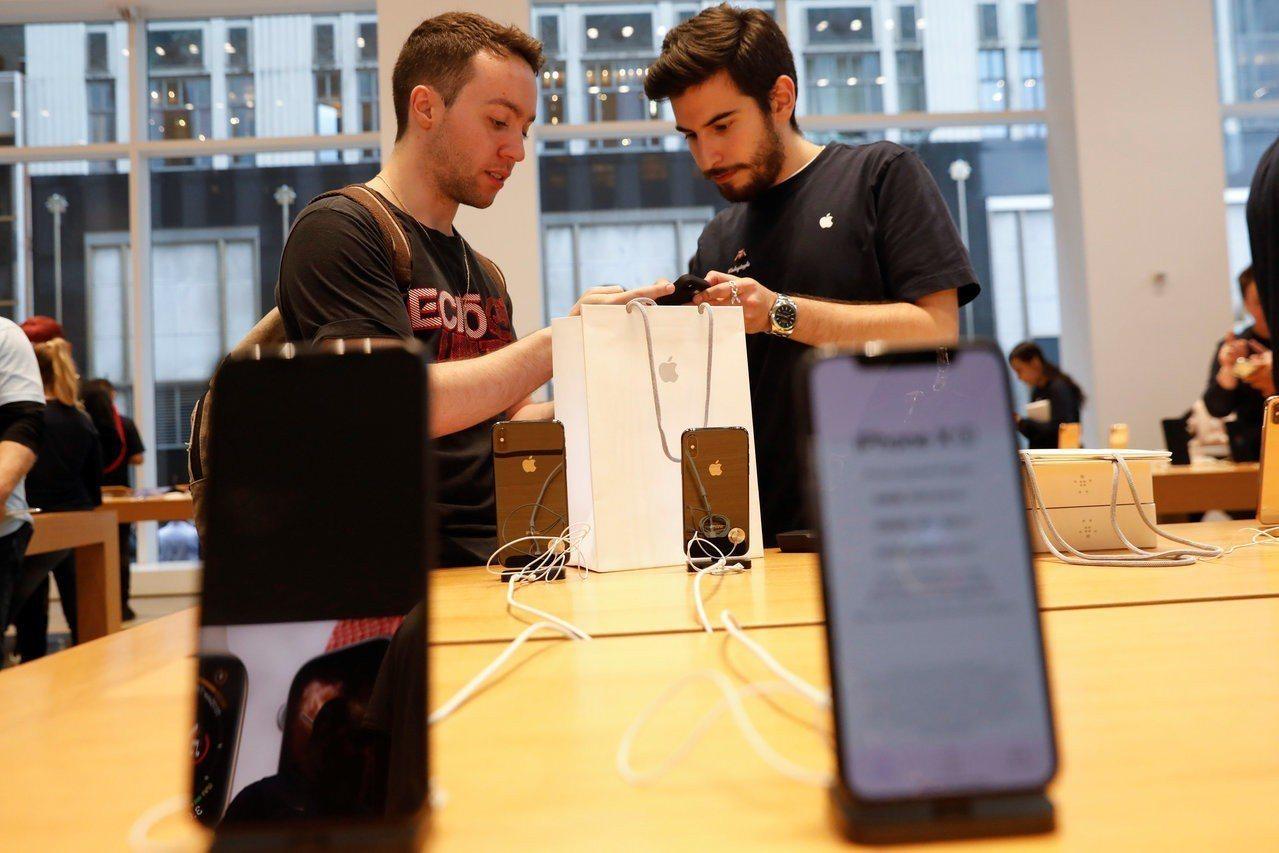 蘋果公司表示,部分iPhone X螢幕在觸控時沒有反應或出現間斷性反應,有的狀況...