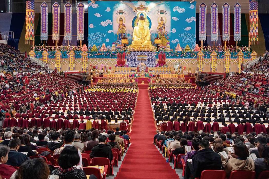 來自世界各地的寺廟、佛教團體機構及善信四千多人參加,法會殊勝圓滿。