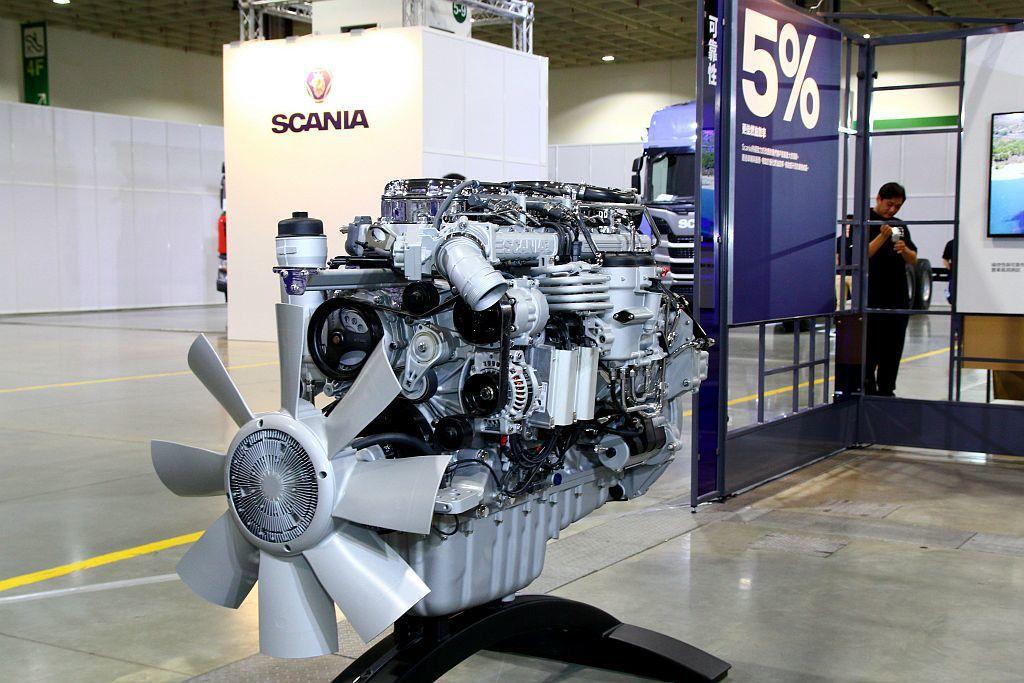 新世代Scania搭載第四代歐盟六期環保引擎與SCR系統,經歐洲實車油耗測試並對比五期引擎,燃油效率提升高達5%。 記者張振群/攝影