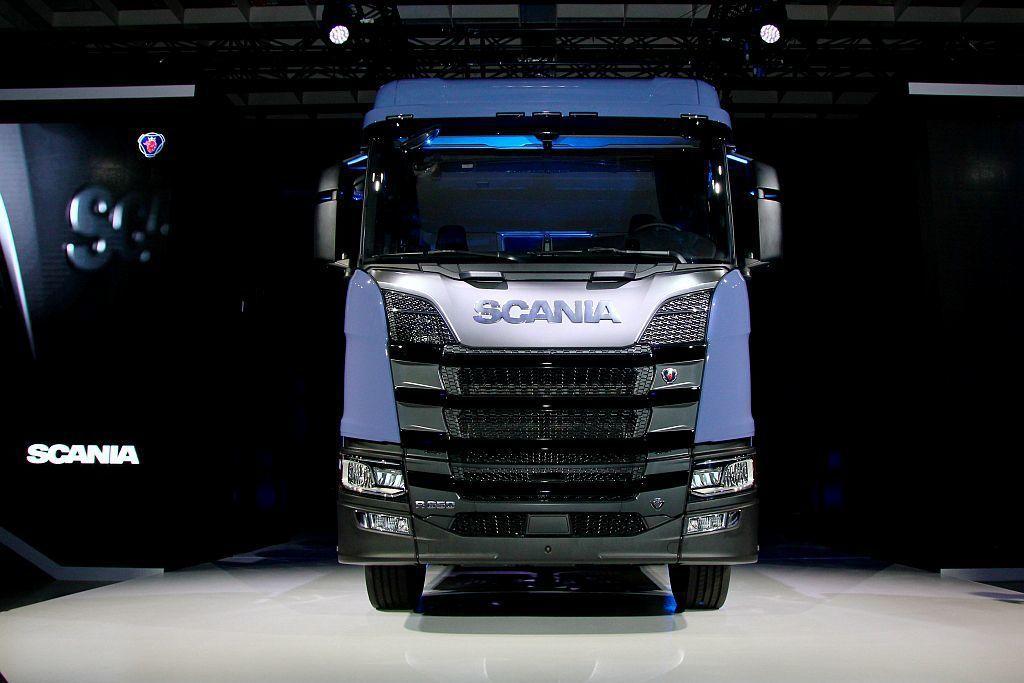 新世代Scania正式登台發表,最大特點即搭載符合歐盟六期環保法規的新世代引擎。 記者張振群/攝影
