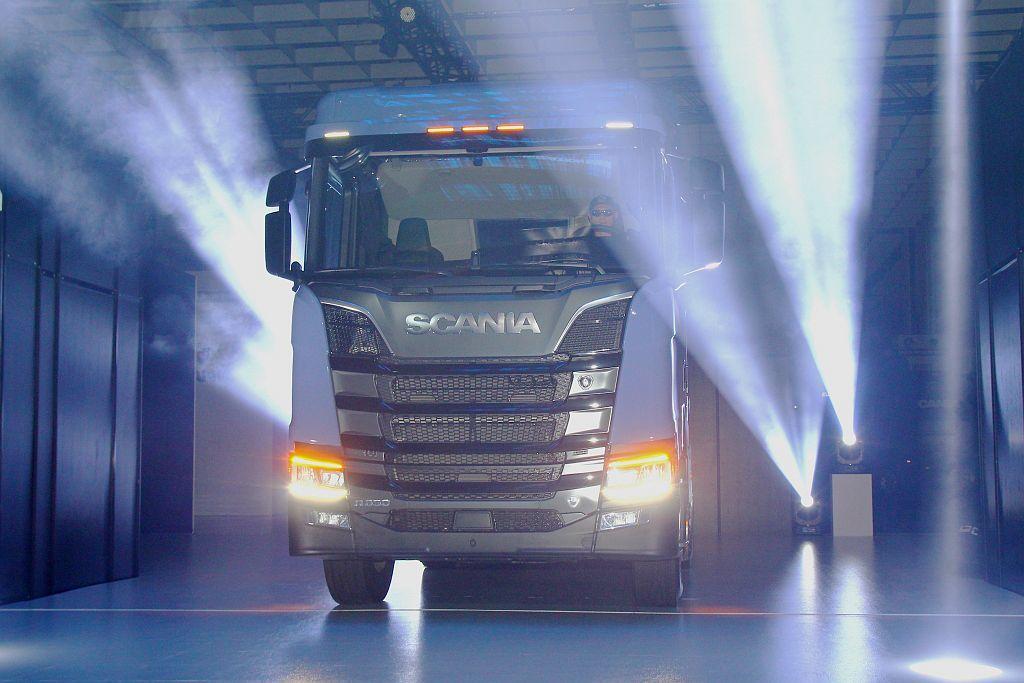 全車系搭配LED晝行燈、LED尾燈不僅使用壽命延長,照射範圍也較廣,路上辨識度更勝傳統式燈泡。 記者張振群/攝影