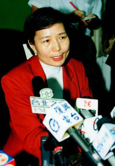 1998年10月,民進黨立委葉菊蘭宣稱揭發一樁「跨世紀政治陰謀」,喊出「新賣台集...