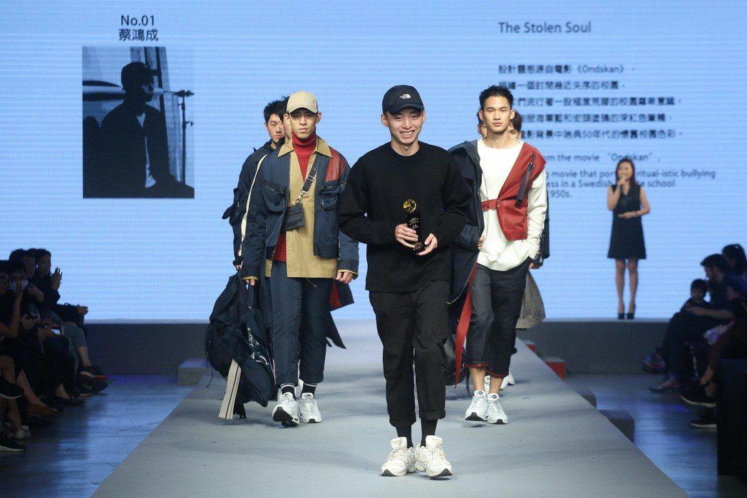 首獎蔡鴻成作品「The Stolen Soul」,在作品創意表現、布料選擇、版型...