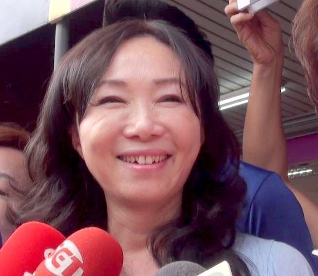 國民黨高雄市長候選人韓國瑜的另一半李佳芬說,韓國瑜和她第一次約會就唱夜襲給她聽。...