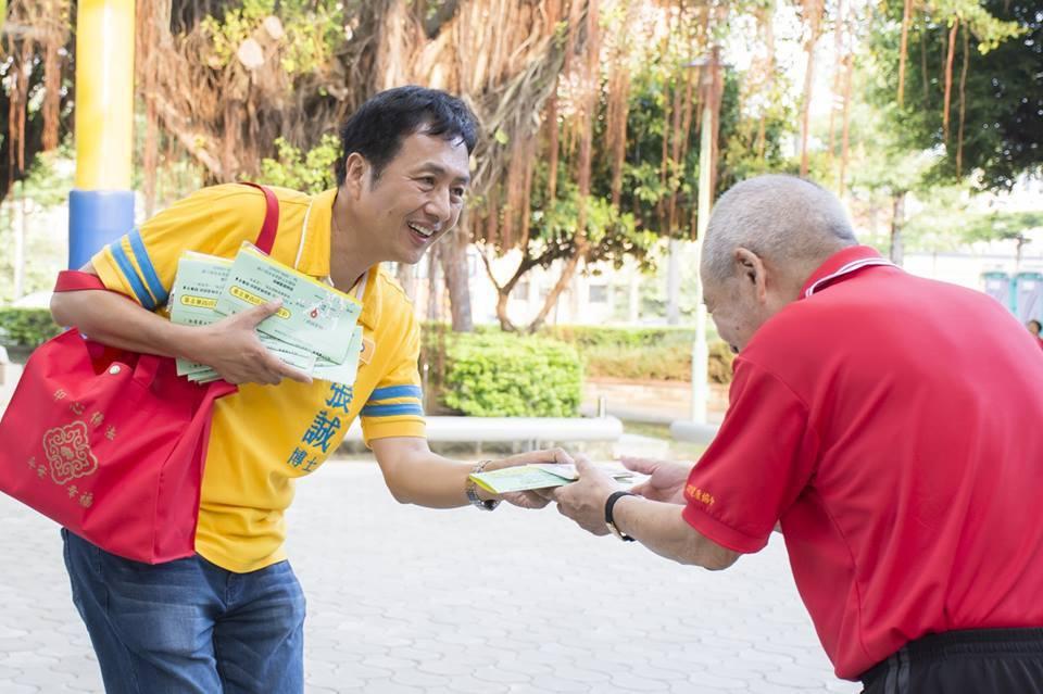 桃園市平鎮區議員候選人張誠(左)學經歷驚人