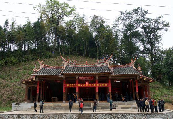 供奉肉身坐佛章公祖師的普照堂。新華社資料照