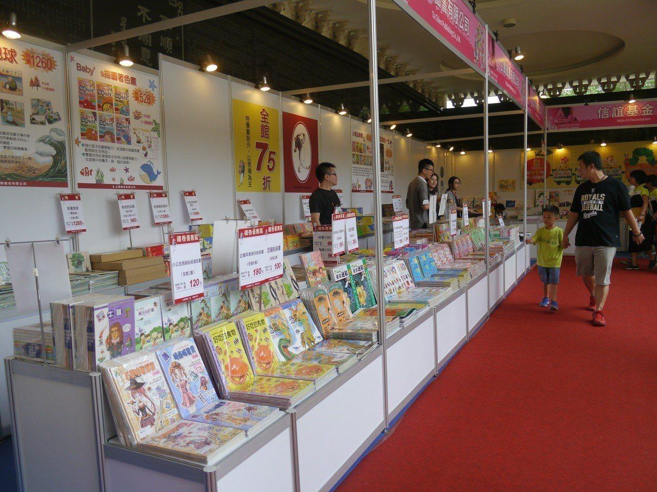 各大出版社參加書展,圖書種類豐富。記者徐白櫻/攝影