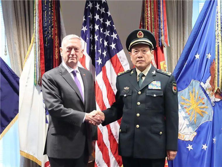 大陸國防部長魏鳯和(右)與美國國防部長馬提斯(左)。(環球網)