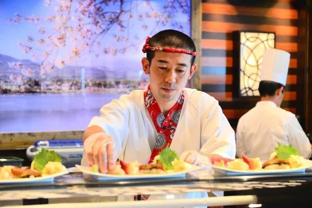 鑽石公主號獨有日式餐食,像是善用當次到訪港口的新鮮漁貨的「Kai海壽司餐廳」、日...