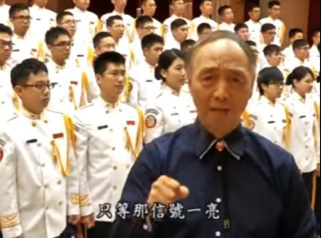 國防部政戰局在影音網站上有「夜襲」教唱影片,由音樂家雷聖凱教唱,並由國防部示範樂...