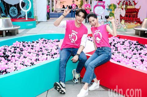 藝人曾之喬與謝佳見今天合體站台為台灣癌症基金會擔任公益大使,推動愛你不「肺」力公益計畫,兩人在活動現場分享幫衛教動畫短片「肺城攻略」配音趣事,宣傳肺癌防治。