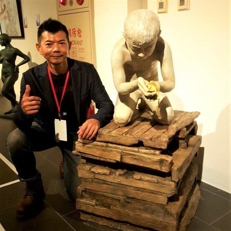52歲張志發的雕塑作品「哀悼」獲今年屏東美展屏東獎,作品由文化處典藏。圖/文化處...