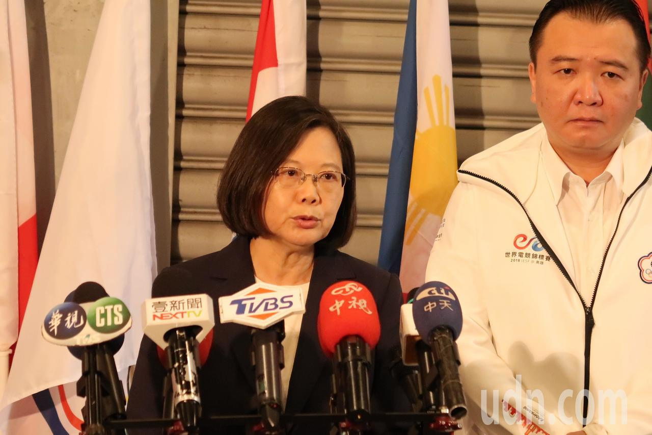 蔡英文總統表示,民眾必須面對、也必須認清社會有很多假訊息在流通,這對台灣民主是很...