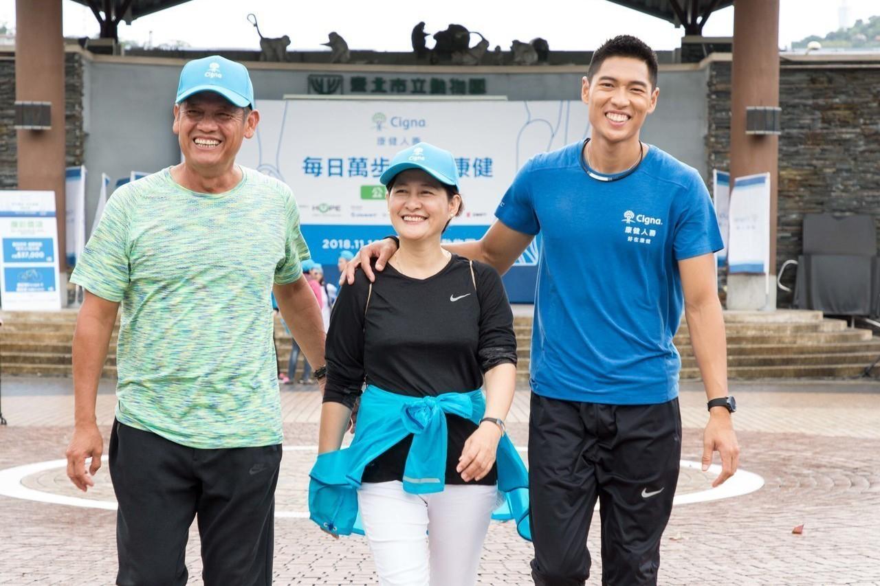 跨欄王子陳傑很高興能與家人來動物園內健走不僅能運動也能增進家人感情。圖/主辦單位...