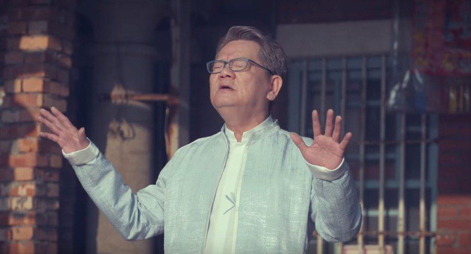 鄭進一只負責在「惦高雄這個好所在」MV裡對嘴,創意發想是韓國瑜的幕後團隊。圖/摘...