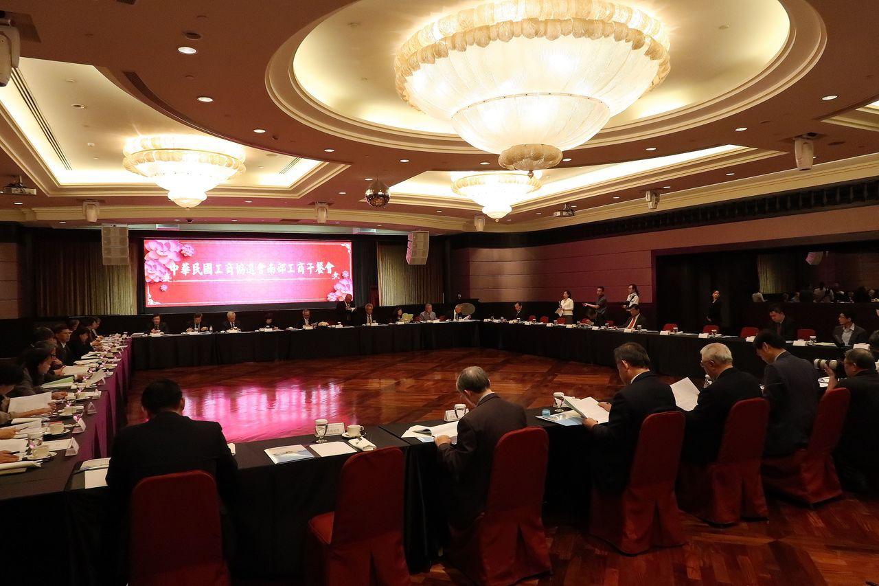 中華民國工商協進會南部工商午餐會在高雄國賓大飯店舉行。記者徐如宜/攝影