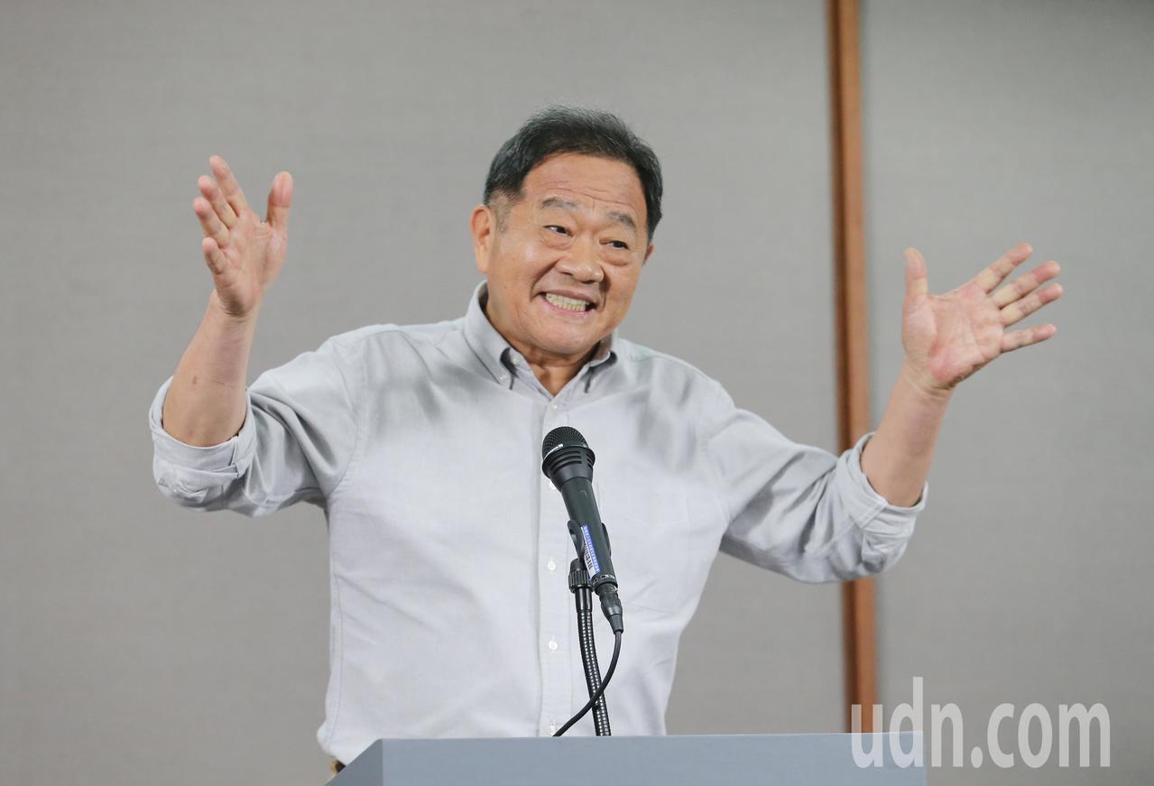 辯論會後,無黨籍候選人李錫錕(圖)給大家打出都是100分的結論。記者許正宏/攝影