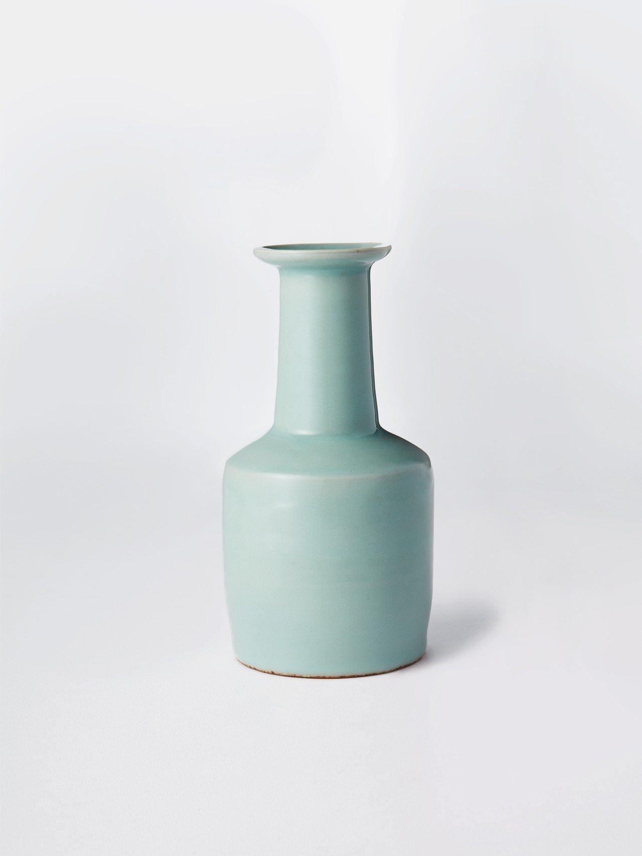 南宋龍泉粉青釉紙搥瓶,估價逾1,173萬元。圖╱佳士得提供