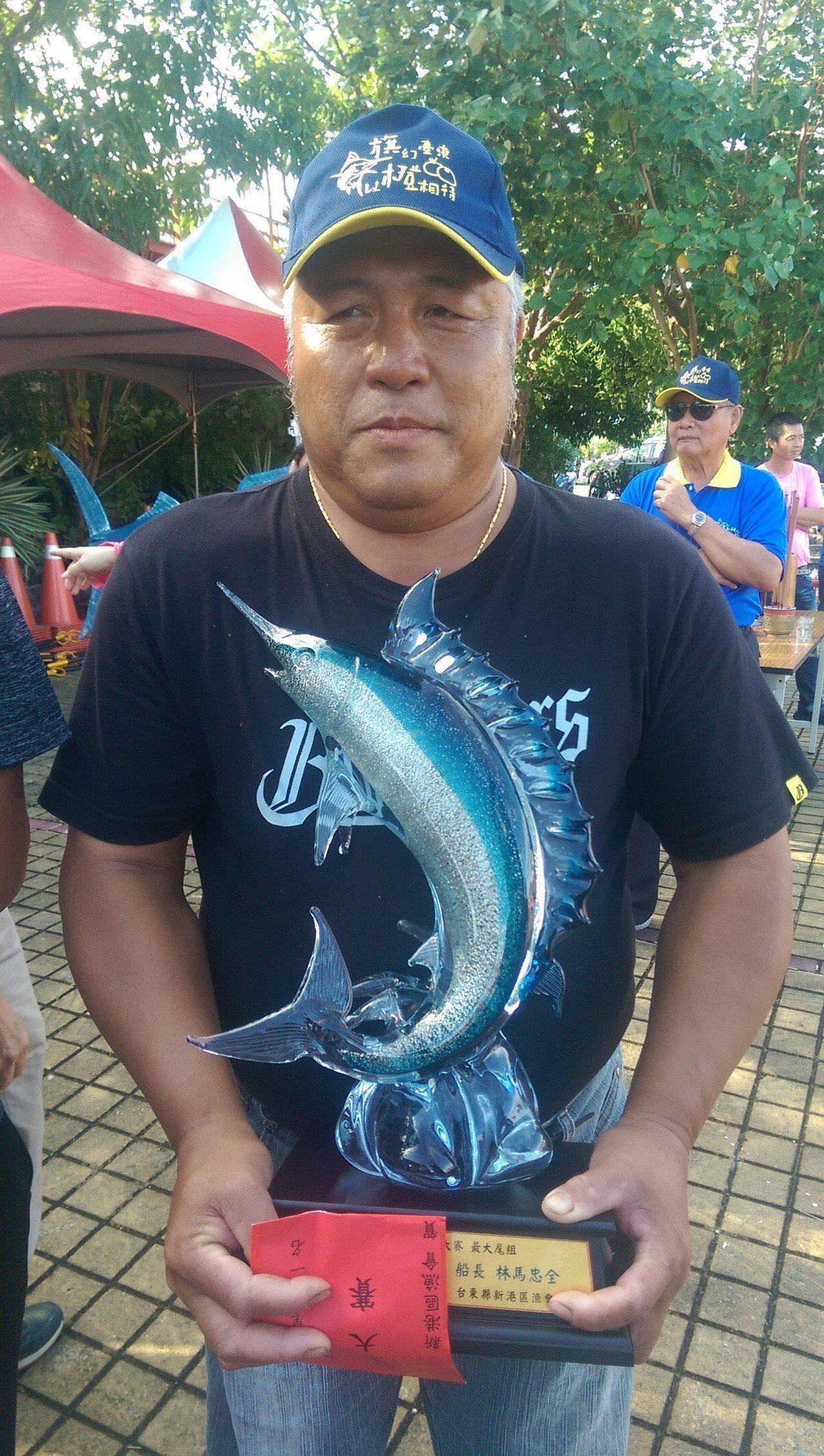今年鏢旗魚冠軍得主船長林馬忠,鏢到219公斤旗魚。記者尤聰光/攝影