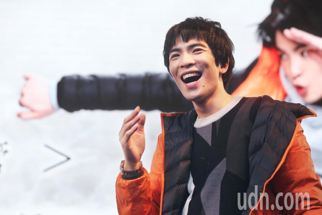 蕭敬騰代言極輕暖鵝絨外套。記者林俊良/攝影