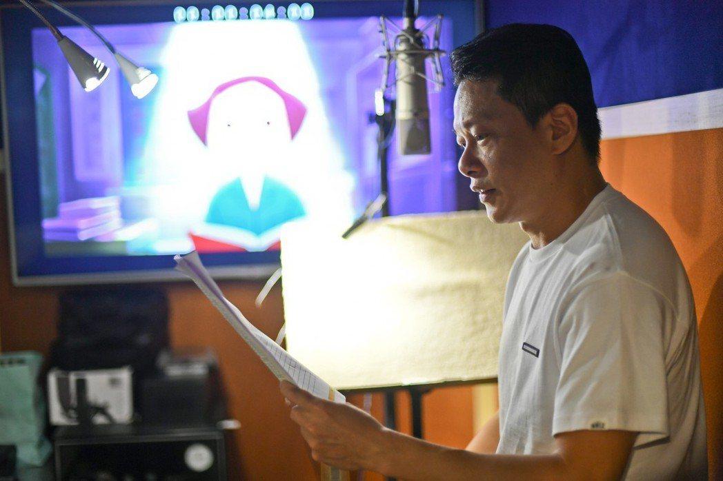 金馬影帝李康生(右)首度為金馬獎獻聲,幫23個獎項、42部入圍影片配音。圖/金馬