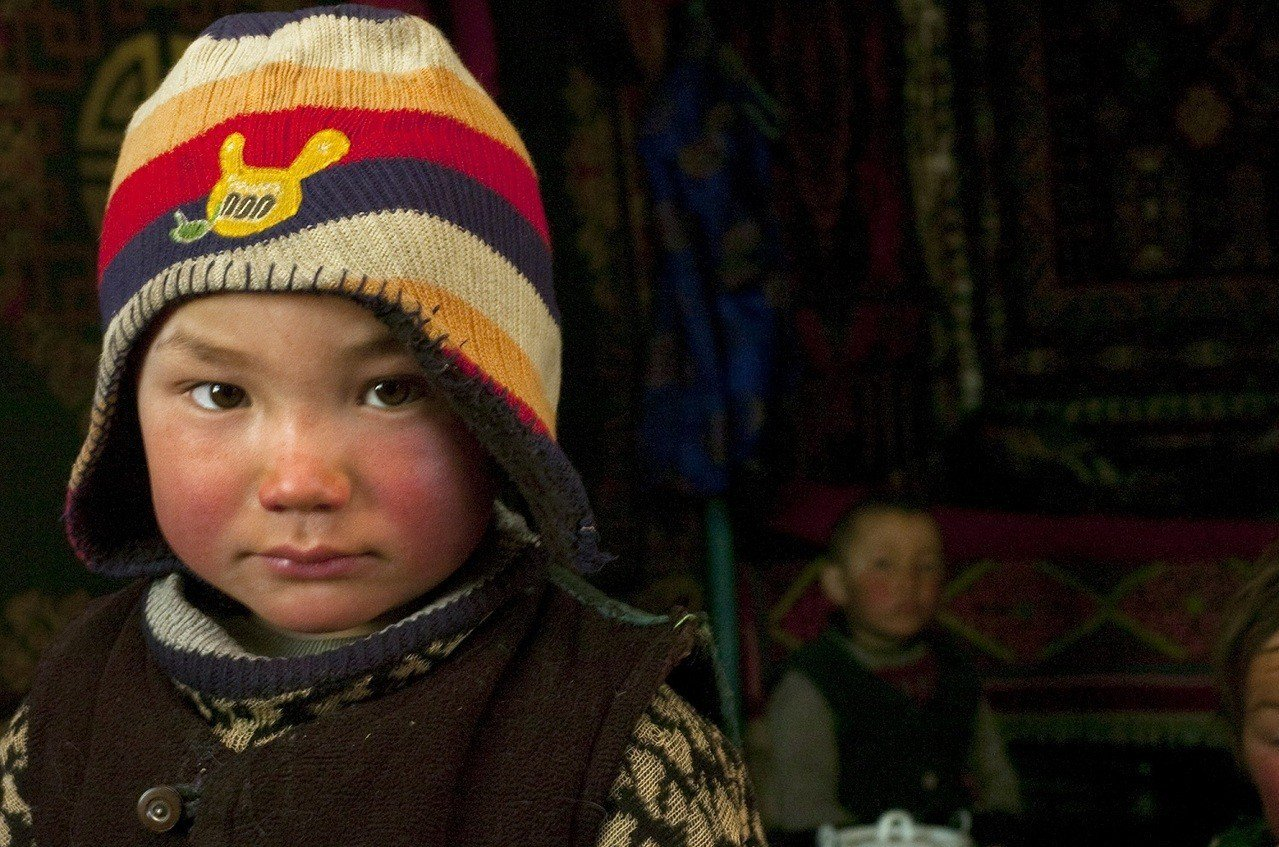 MONCLER與聯合國兒童基金會合作,幫助尼泊爾與蒙古山區的兒童抵禦寒冬。圖/M...