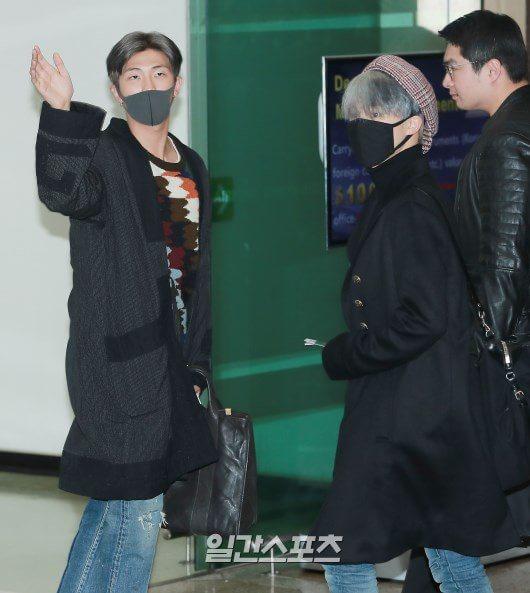 RM不斷揮手,JIMIN也回望粉絲。圖/摘自日刊體育