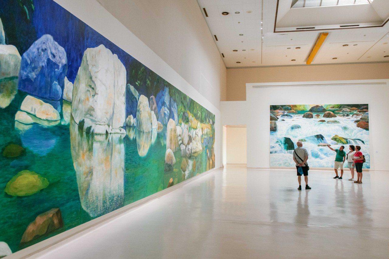 藝術家林惺嶽的作品始終從台灣的風土與人文出發,在魔幻的奇幻光影下,展現山林水石豐...