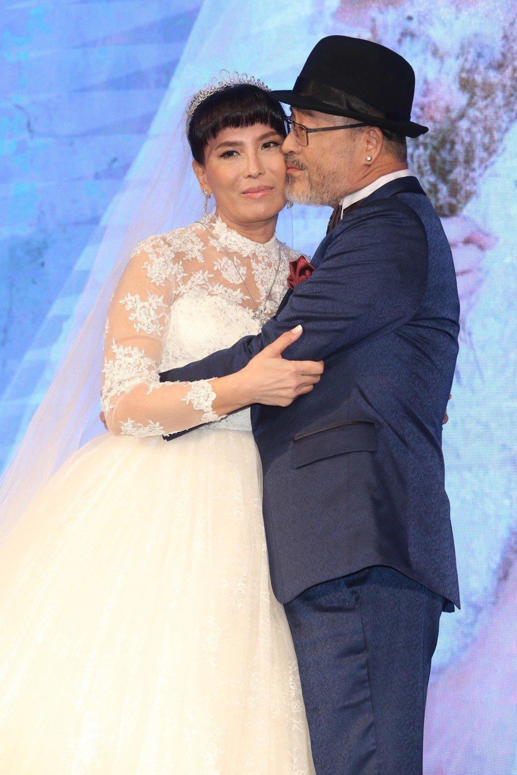 資深演員班鐵翔(右)與Celine(左)今天在台北典華舉行婚宴。記者葉信菉/攝影