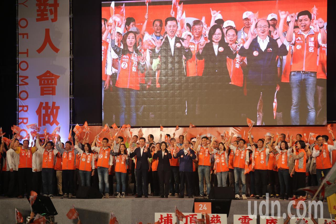 林智堅今天辦「挺明日新竹晚會」,擠滿人潮。記者郭宣彣/攝影