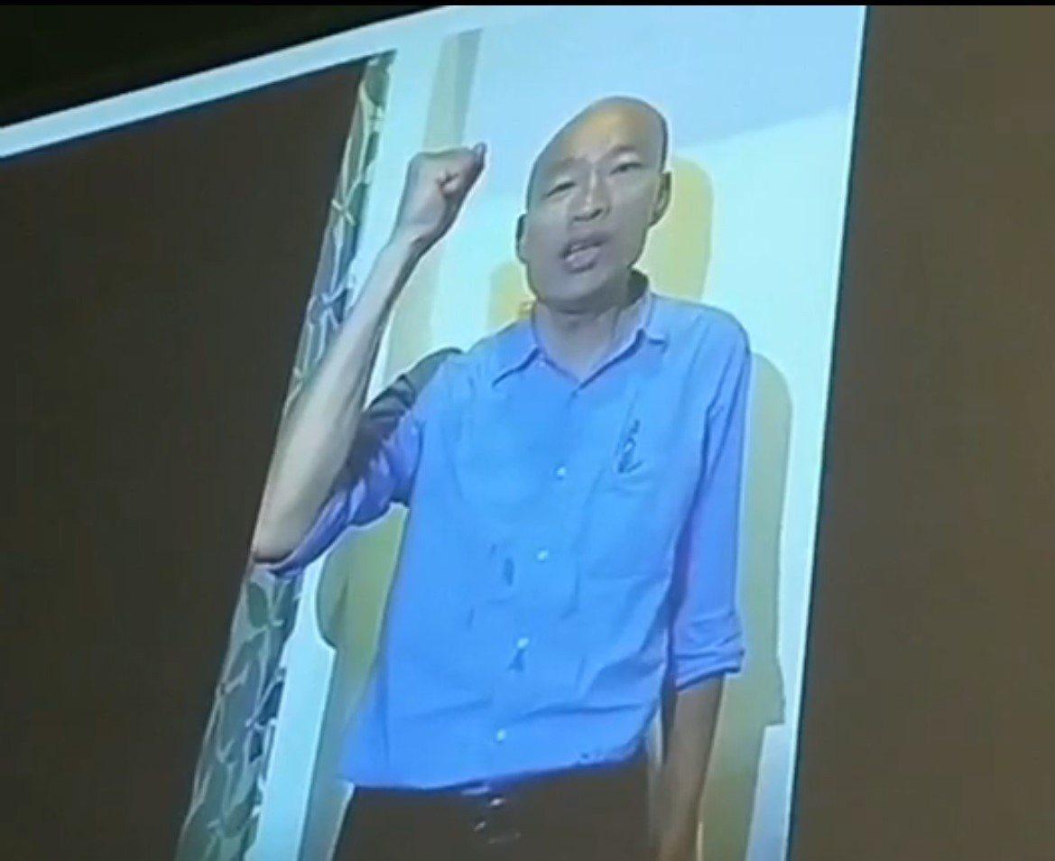 韓國瑜拍片助攻謝立功,在晚會現場播放。記者游明煌/攝影