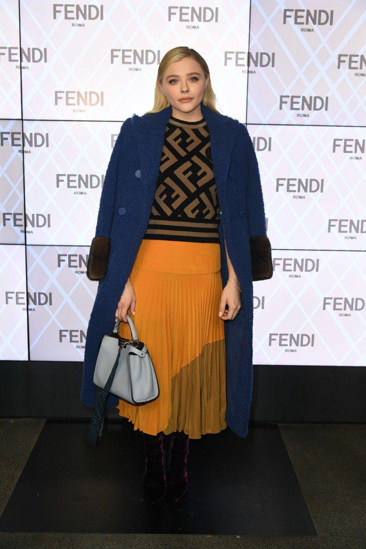 21歲的克羅伊摩蕾茲和奢華的FENDI隸屬兩個世界。圖/FENDI提供