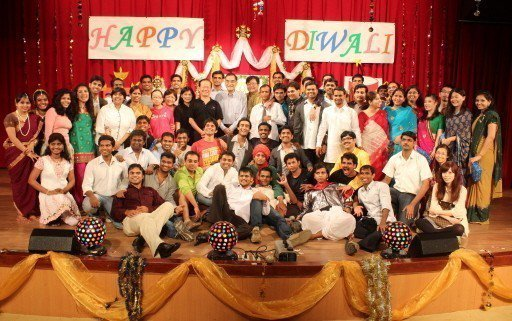 清大是國內印度研究生最多的大學,有的傑出校友畢業後,到歐美名校任教。圖為清大校內辦的印度排燈節慶典(Diwali),甚至吸引全台印度人參與。本報資料照片