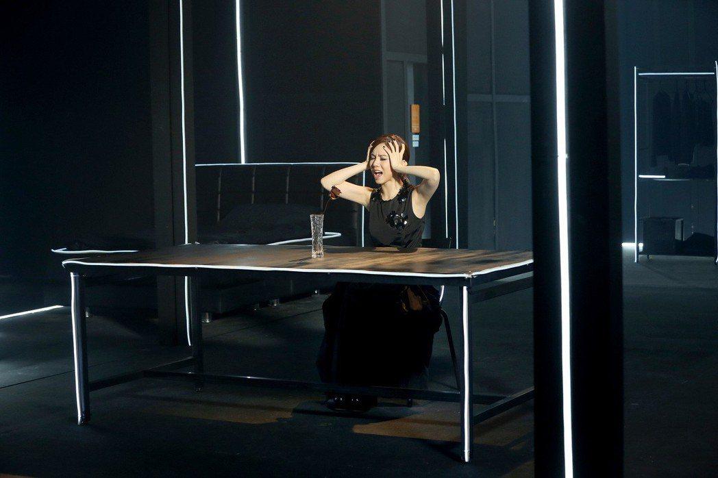 鄧紫棋在「那一夜」MV展現演技。圖/蜂鳥音樂提供