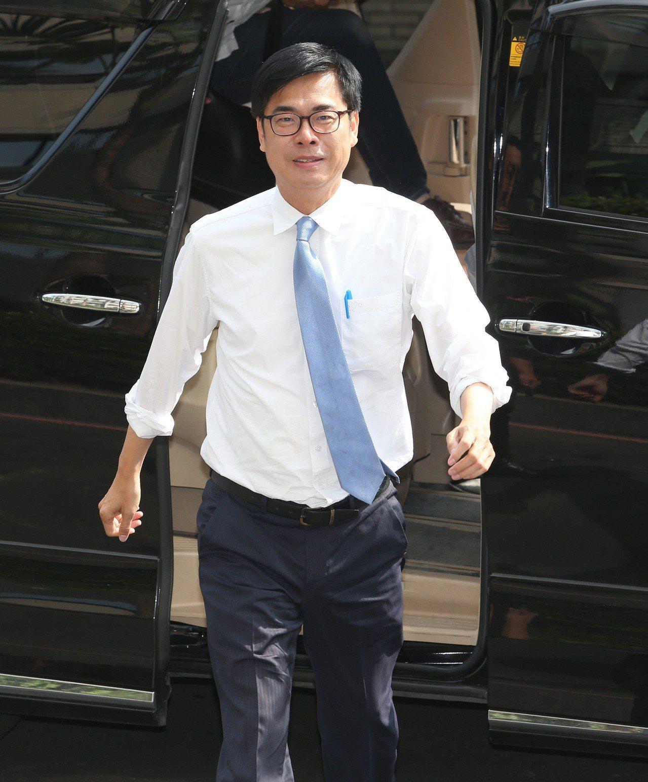 高雄市長政見發表會,陳其邁輕裝迎戰。 記者劉學聖/攝影