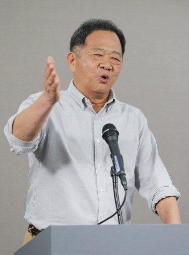 台北市長選舉辯論會給自己打幾分?候選人李錫錕給大家都打100分。 記者許正宏/攝...